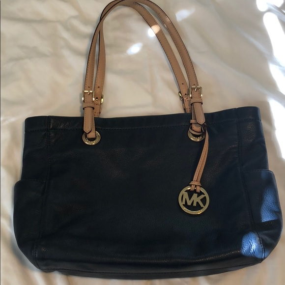 Michael Kors Handbags - Beautiful Michael Kors tote bag